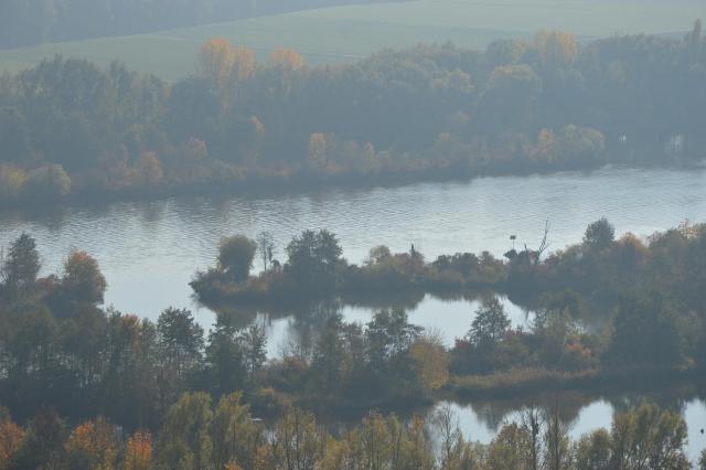 Panorama Blick auf Donau mit bewaldeten Flussufern