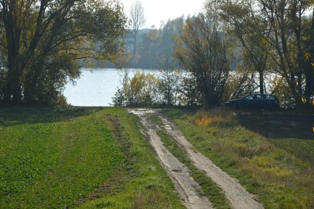 Anfahrtsmöglichkeit für PKWs direkt an die Donau bei Donaustauf